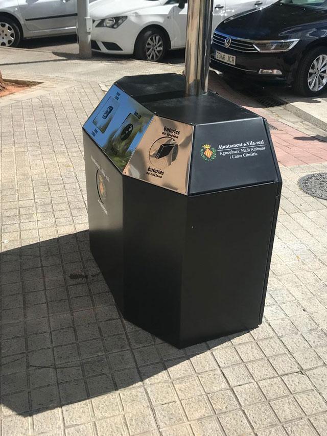 papelera para mobiliario urbano diseñado para el reciclaje de basuras en ciudades, colegio y ayuntamientos