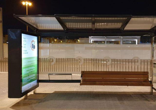 Parada de autobus smart city Marquesina solar retroalimentada