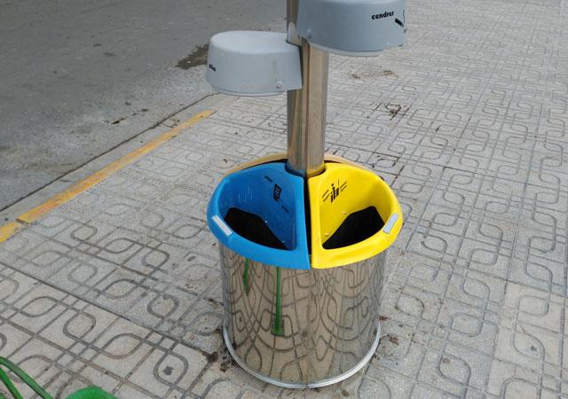 papelera recogida selectiva para reciclar mobiliario urbano